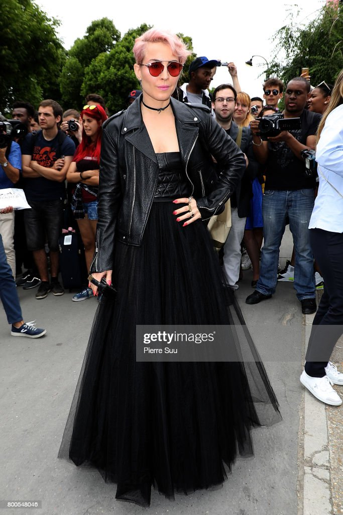 Dior Homme : Outside Arrivals - Paris Fashion Week - Menswear Spring/Summer 2018 : News Photo