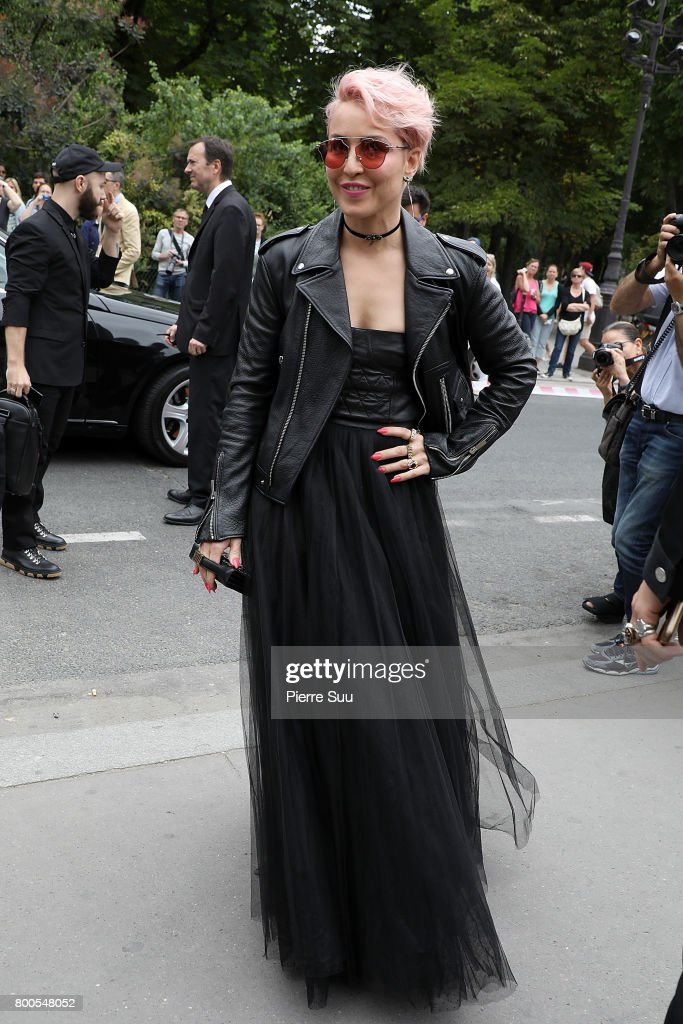 Dior Homme : Outside Arrivals - Paris Fashion Week - Menswear Spring/Summer 2018 : News Photo