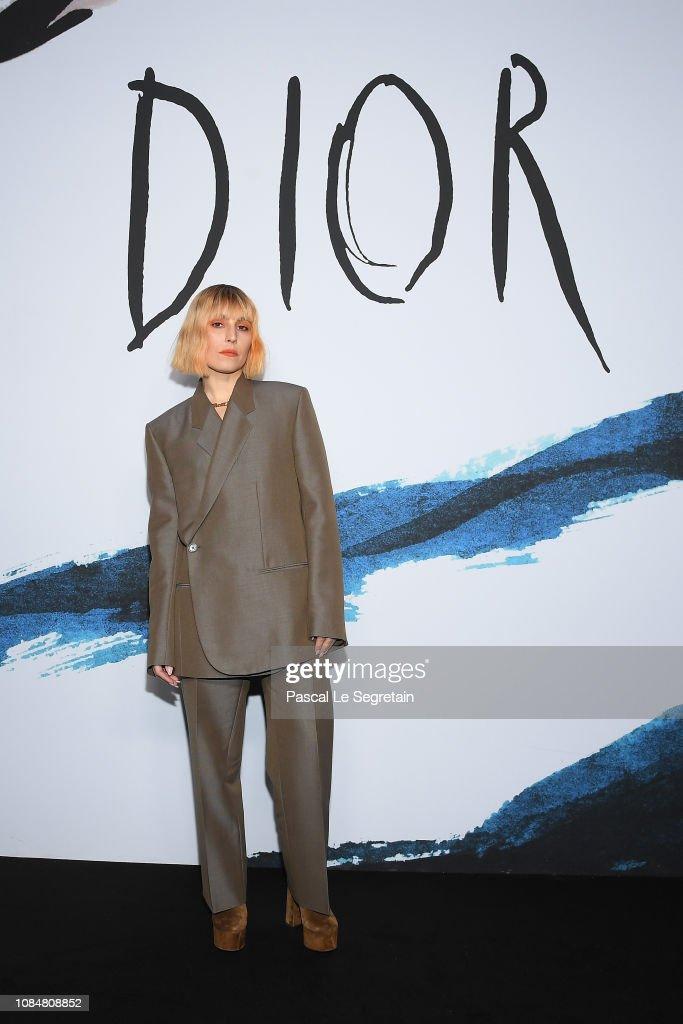 Dior Homme : Photocall - Paris Fashion Week - Menswear F/W 2019-2020 : News Photo