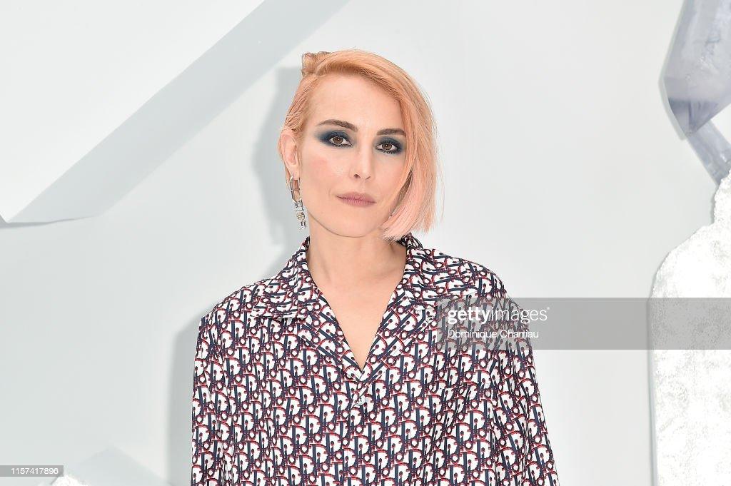 Dior Homme : Photocall - Paris Fashion Week - Menswear Spring/Summer 2020 : News Photo