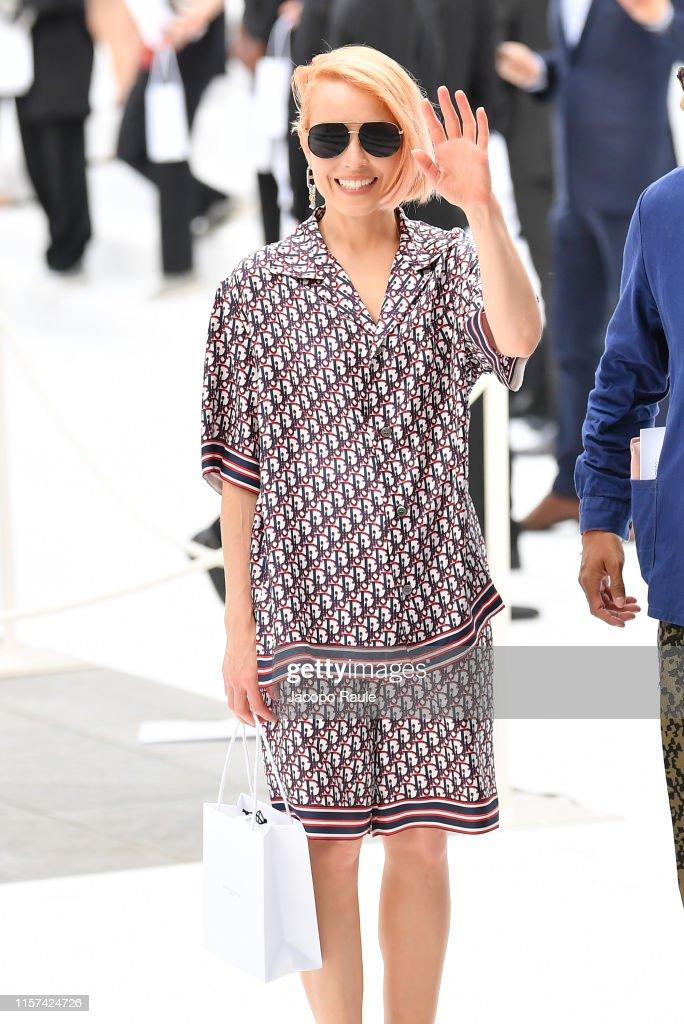 Dior Homme : Outside Arrivals - Paris Fashion Week - Menswear Spring/Summer 2020 : News Photo