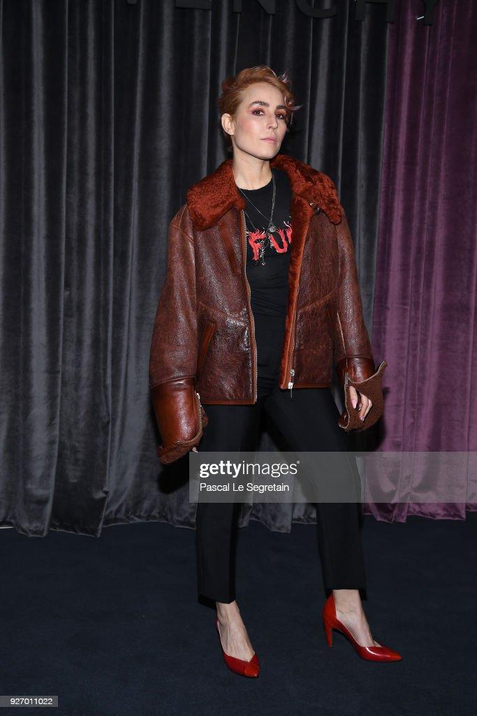 Givenchy : Front Row - Paris Fashion Week Womenswear Fall/Winter 2018/2019 : News Photo
