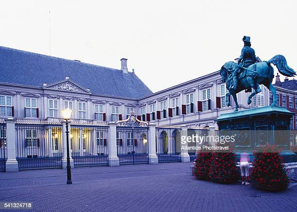 noordeinde palace in the hague - noordeinde palace stock pictures, royalty-free photos & images