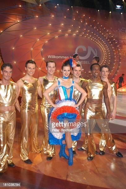 Nora Mogalle Tänzer des NdF ZDFMusikShow Willkommen bei C a r m e n N e b e l Offenburg Ortenauhalle Bühne Auftritt goldenes Kostüm kostümiert Moulin...