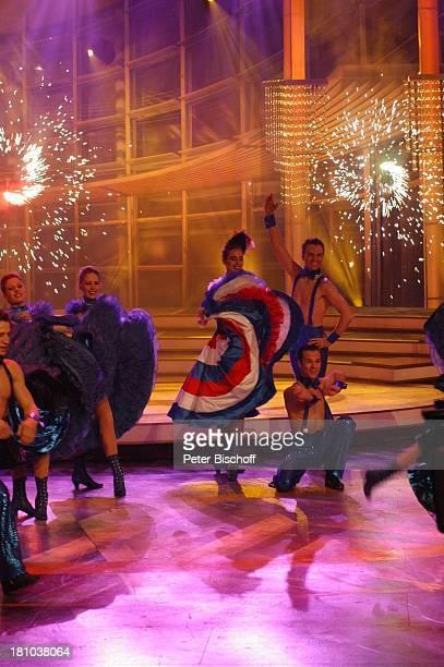 Nora Mogalle Tänzer und Tänzerinnen vom NdF ZDFMusikShow Willkommen bei Ca r m e n N e b e l Offenburg Ortenauhalle Bühne Auftritt tanzen Tanz...