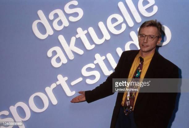 """Norbert König, deutscher Fernsehmoderator, übernimmt im Oktober """"Das aktuelle Sport Studio"""" im ZDF in Mainz, Deutschland 1992."""