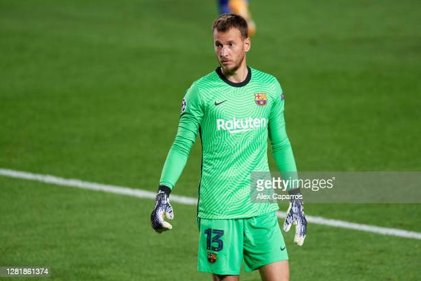 Norberto 'Neto' Murara of FC Barcelona looks on during the UEFA Champions League Group G stage match between FC Barcelona and Ferencvaros Budapest at...