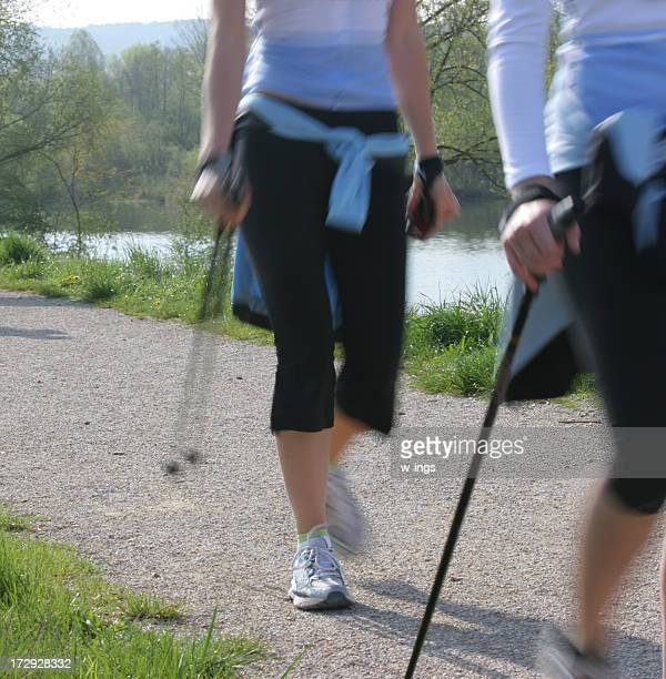 Frau nordic walking