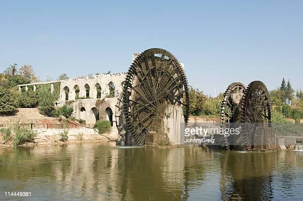 norias di hama - mulino ad acqua foto e immagini stock
