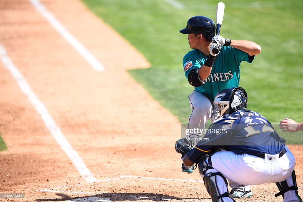 Norichika Aoki of Seattle Mariners bats during the spring training game between Milwaukee Brewers and Seattle Mariners at Maryvale Baseball Park on March 4, 2016 in Phoenix,AZ, United States.
