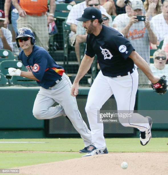 Norichika Aoki of the Houston Astros runs to first base on a single off the glove of Detroit Tigers pitcher Justin Verlander in the first inning of a...