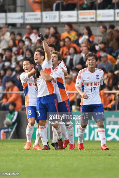 Noriyoshi Sakai of Albirex Niigata celebrates scoring his side's third goal with his team mates during the JLeague J1 match between Shimizu SPulse...