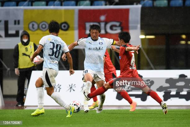 Noriyuki Sakemoto of Kagoshima United and Shuhei Kamimura of Roasso Kumamoto compete for the ball during the JLeague Meiji Yasuda J3 match between...