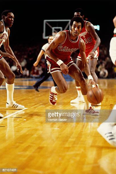 Norm Van Lier of the Chicago Bulls makes a move to the basket against the Milwaukee Bucks during the 1975 season at the MECCA Arena in Milwaukee...