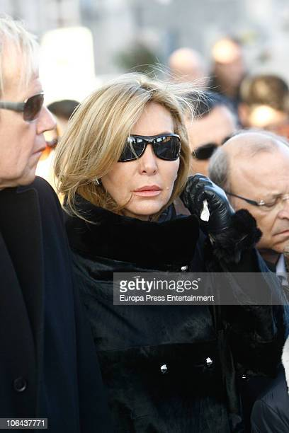 Norma Duval attends the funeral for Carla Duval sister of vedette Norma Duval at San Isidro Cementery on November 1 2010 in Madrid Spain Carla Duval...