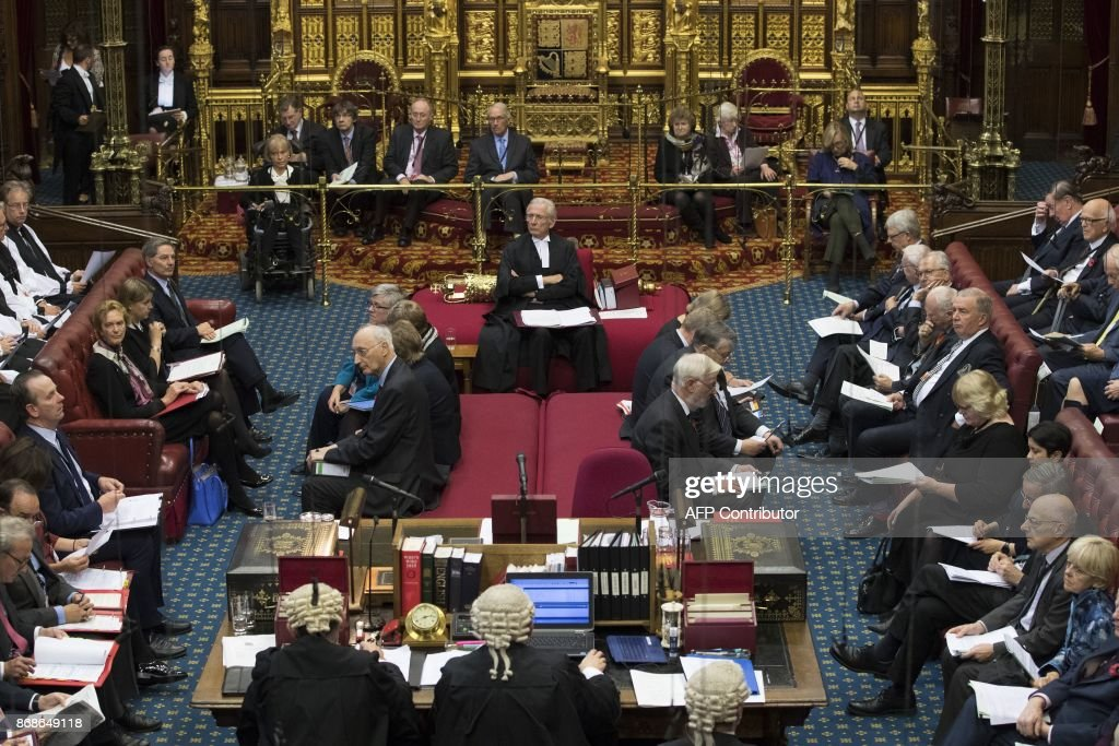 Norman Fowler (C), the Lord Speaker, listens to speakers during a session of the House of Lords at the Houses of Parliament in London on October 31, 2017. The House of Lords is the upper house of the UK parliament. / AFP PHOTO / POOL / Dan Kitwood