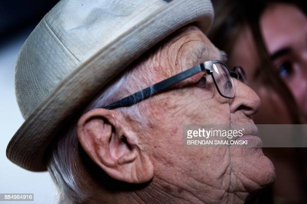 Norman Lear is interviewed while arriving for the 40th Kennedy Center Honors December 3 2017 in Washington DC / AFP PHOTO / Brendan Smialowski