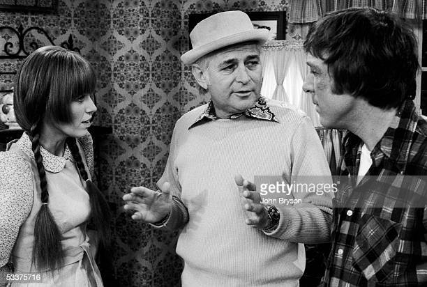 Norman Lear speaking with series star Louise Lasser and costar Greg Mullavey on the set of TV show Mary Hartman Mary Hartman in between takes