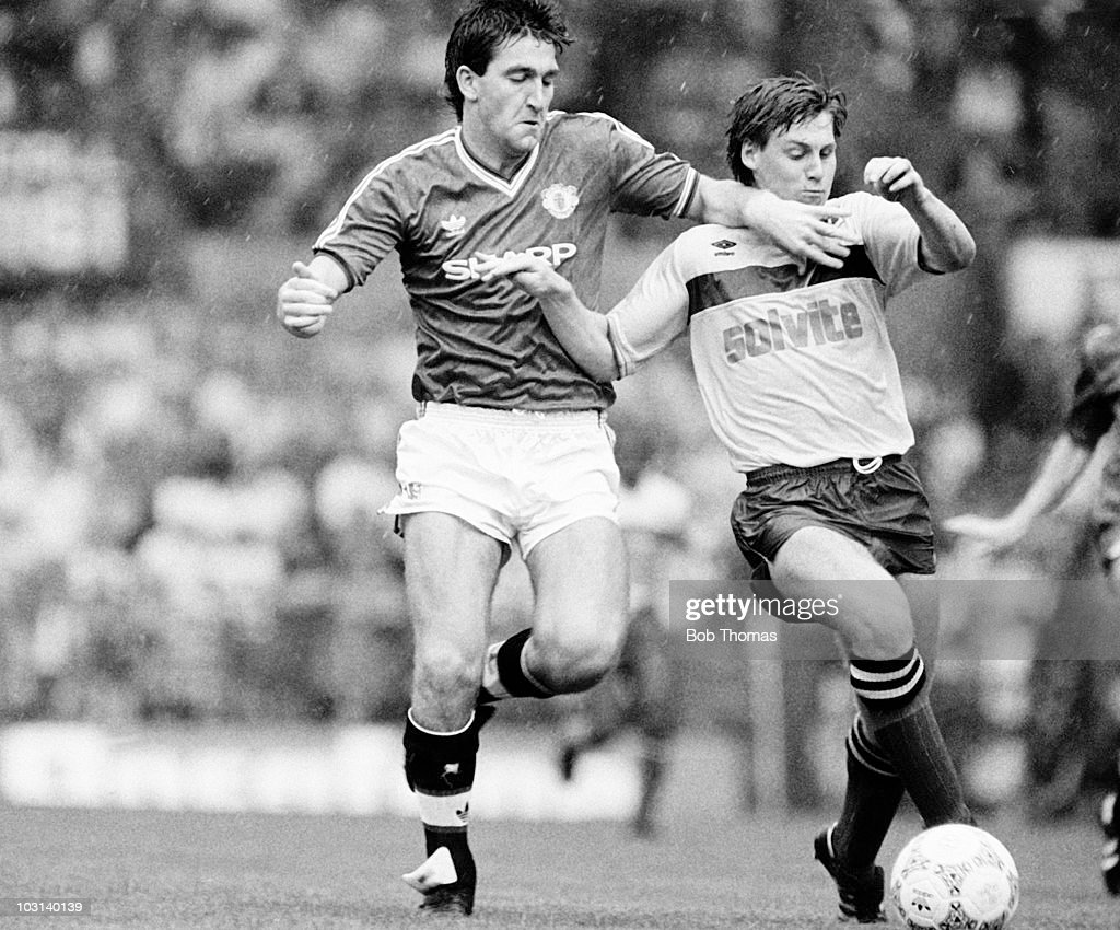 Norman Whiteside of Manchester United (left) clashes with Watford defender Nigel Gibbs during the Division One match held at Old Trafford, Manchester on 22nd August 1987. Manchester United beat Watford 2-0. (Bob Thomas/Getty Images).