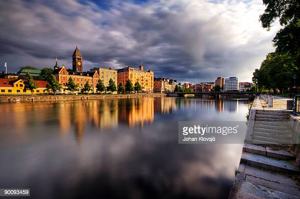 norrkoping city and its reflection on a river - norrkoping fotografías e imágenes de stock