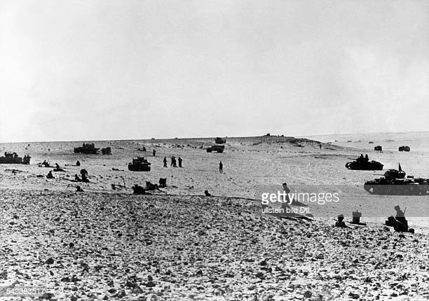 North Africa, war theater german Africa corps Feb.41-May43:German infantry and tanks deployed for the assaultJuly or August 1942