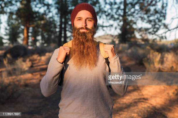 usa, north california, portrait of bearded man in a forest near lassen volcanic national park - barba peluria del viso foto e immagini stock