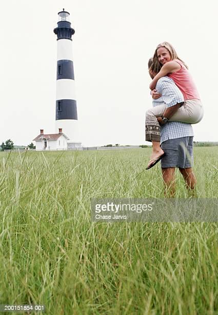 USA, North Carolina, Bodie Island Light, couple looking at lighthouse