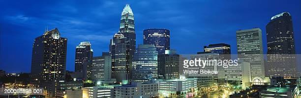usa, north carolina, charlotte skyline at night - charlotte north carolina stock pictures, royalty-free photos & images