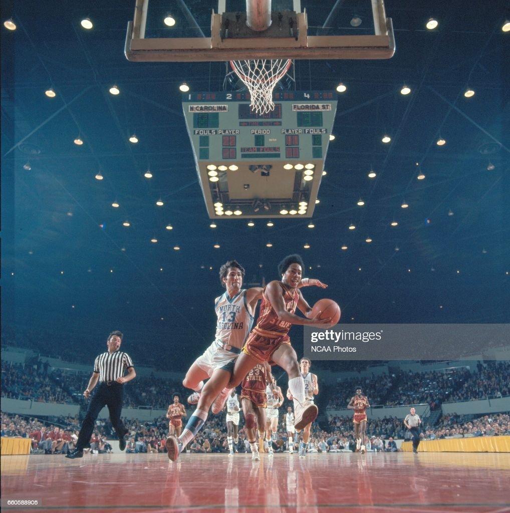 NCAA Men's National Basketball Final Four Semifinal  : Fotografía de noticias