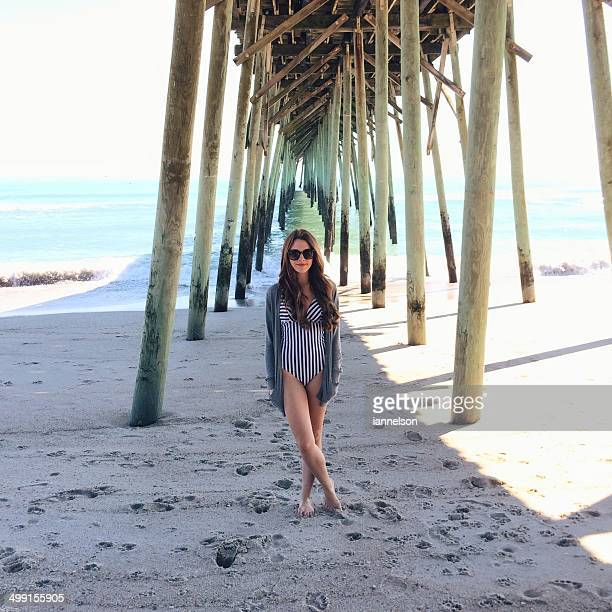 usa, north carolina, new hanover county, carolina beach, young woman on vacations - wilmington north carolina stock photos and pictures