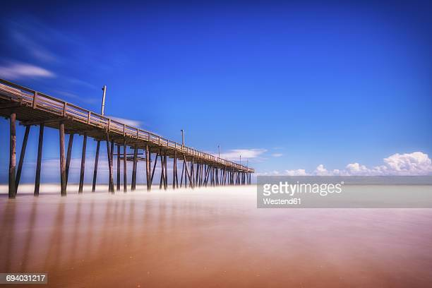 usa, north carolina, outer banks, wooden pier of nags head - outer banks stock pictures, royalty-free photos & images