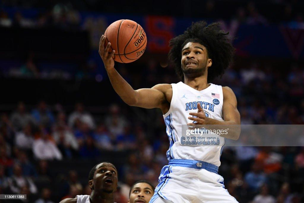 COLLEGE BASKETBALL: MAR 14 ACC Tournament Louisville v North Carolina : Foto di attualità