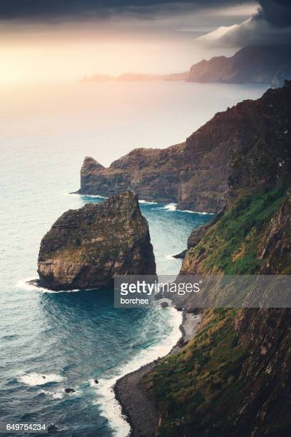 costa norte de la isla de madeira - madeira island fotografías e imágenes de stock