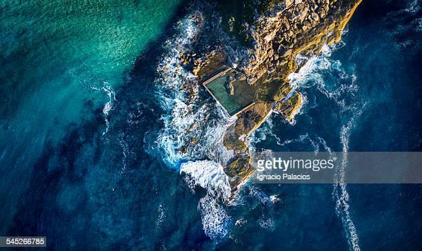 north curl curl aerial rock pool - tidvattensbassäng bildbanksfoton och bilder