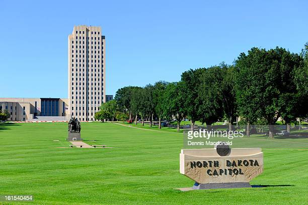north dakota state capitol, bismarck - bismarck north dakota stock-fotos und bilder