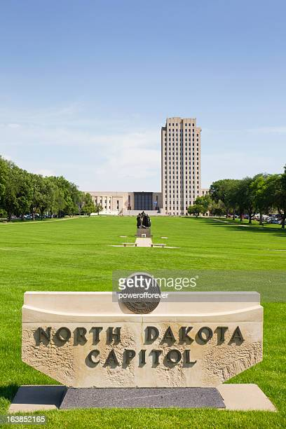 north dakota state capitol building - bismarck north dakota stock-fotos und bilder
