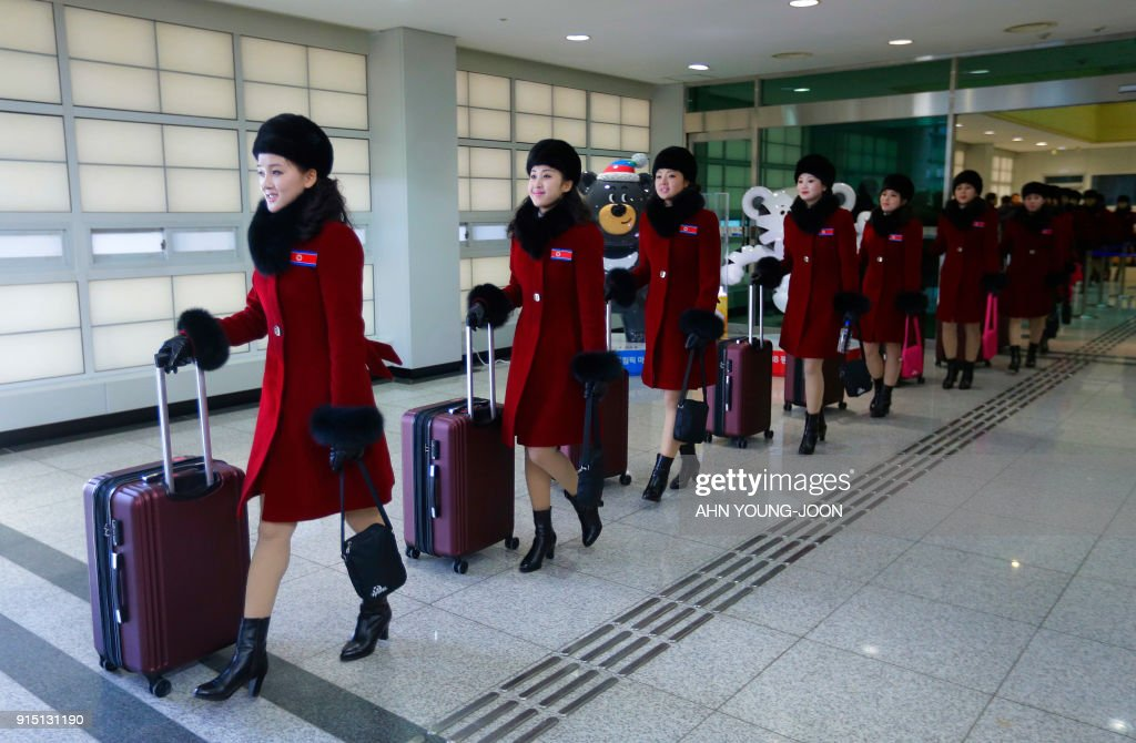 North Korean cheering squads arrive at the Korean-transit office near the Demilitarized Zone ahead of the Pyeongchang 2018 Winter Olympic Games in Paju on February 7, 2018. A North Korean delegation, including members of a state-trained cheering group, arrived in South Korea for the Pyeongchang Winter Olympics. / AFP PHOTO / POOL / Ahn Young-joon