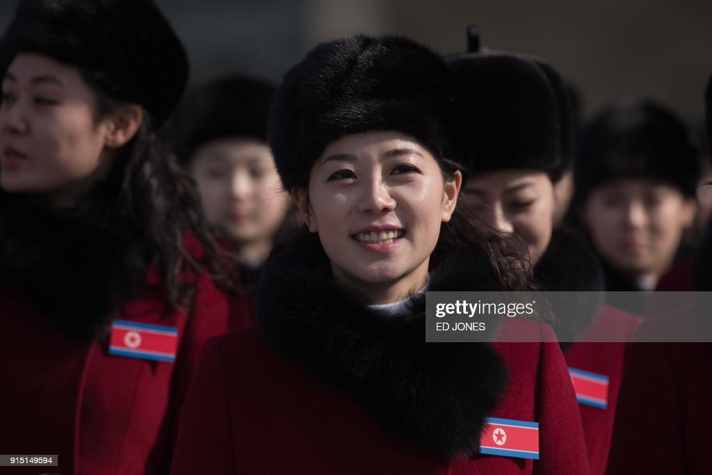 TOPSHOT - North Korean cheerleaders arrive at a rest stop as their bus convoy carrying a 280-member delegation on its way to the 2018 Pyeongchang winter Olympic games, makes its way past Gapyeong on February 7, 2018. More than 200 young North Korean women arrived in South Korea to root for athletes from both sides of the peninsula at the Winter Olympics. / AFP PHOTO / Ed JONES