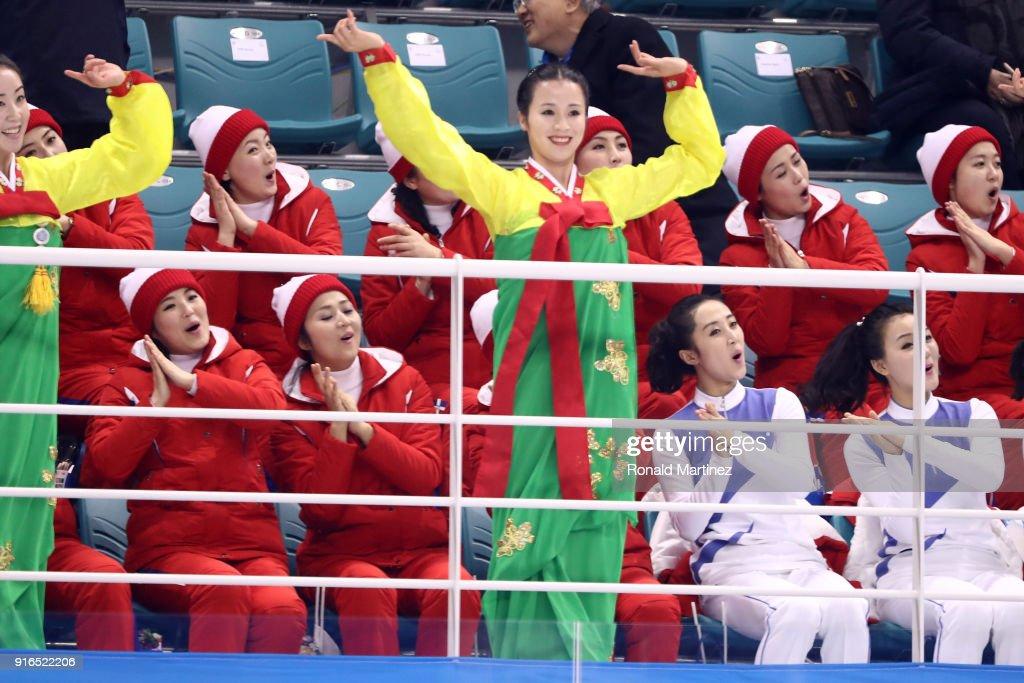 Ice Hockey - Winter Olympics Day 1 : News Photo
