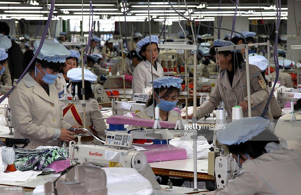 Delegates Visit Kaesong Industrial Complex : News Photo