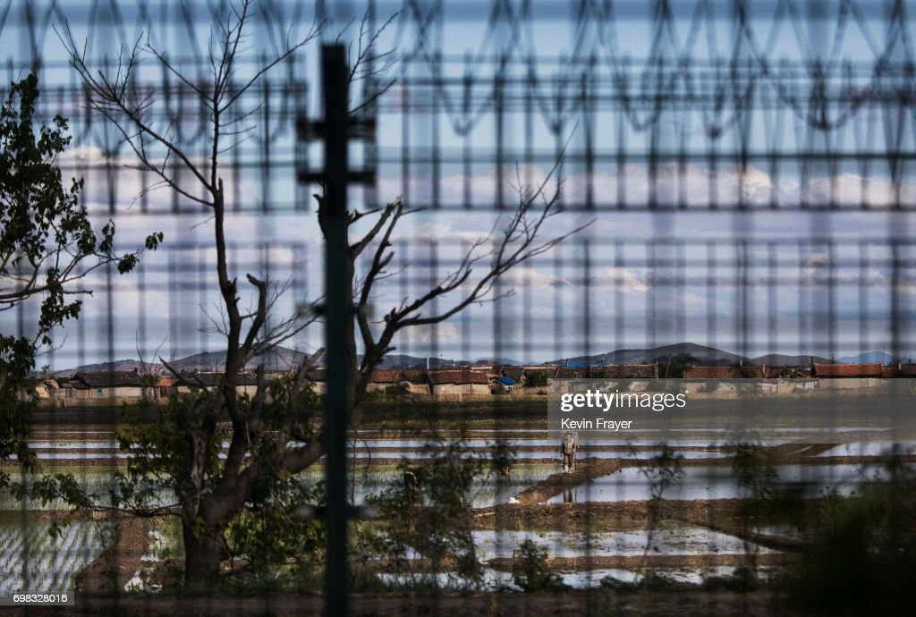 China's Border With North Korea : News Photo