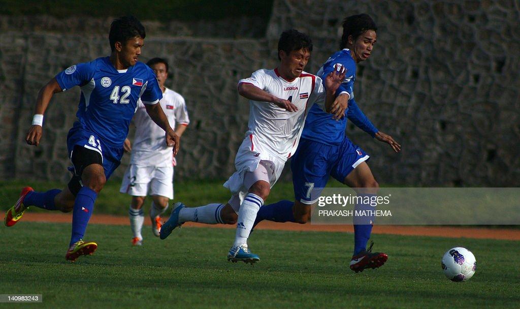 North Korean footballer Pak Nam Chol (C) : News Photo