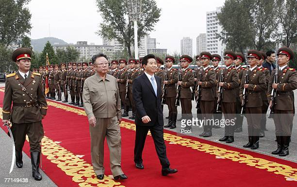 North Korean leader Kim Jong-Il and South Korean President Roh Moo-Hyun inspect an honour guard together on October 2, 2007 in Pyongyang, North...