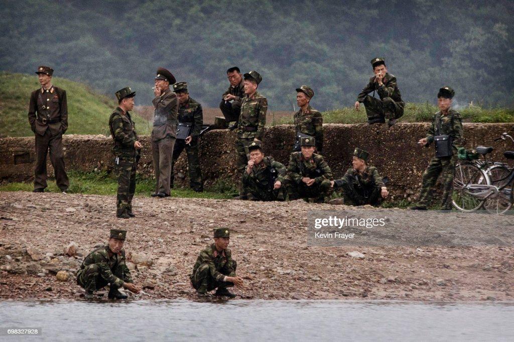 China's Border With North Korea : Fotografía de noticias