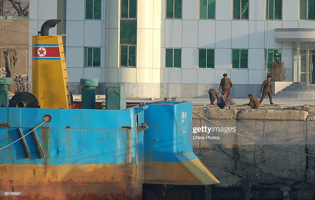 Scenes From The Yalu River Between China And North Korea : Fotografía de noticias