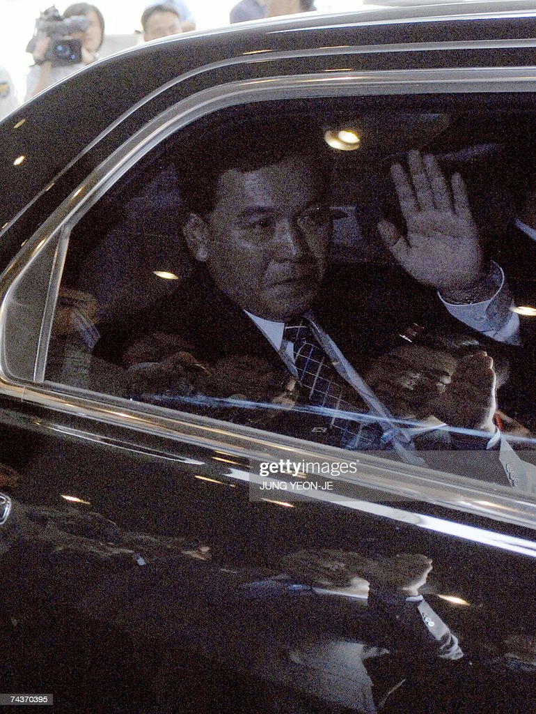 North Korea's chief delegate Kwon Ho-Ung waves from his car with the image of his South Korean counterpart, Unification Minister Lee Jae-Joung, reflected on the window, as Kwon leaves a hotel where four days of high-level talks were held in Seoul, 01 Jun 2007. Reconciliation talks between North and South Korea ended without reaching any agreements, following a row over Seoul's decision to link promised rice aid to Pyongyang's denuclearisation.