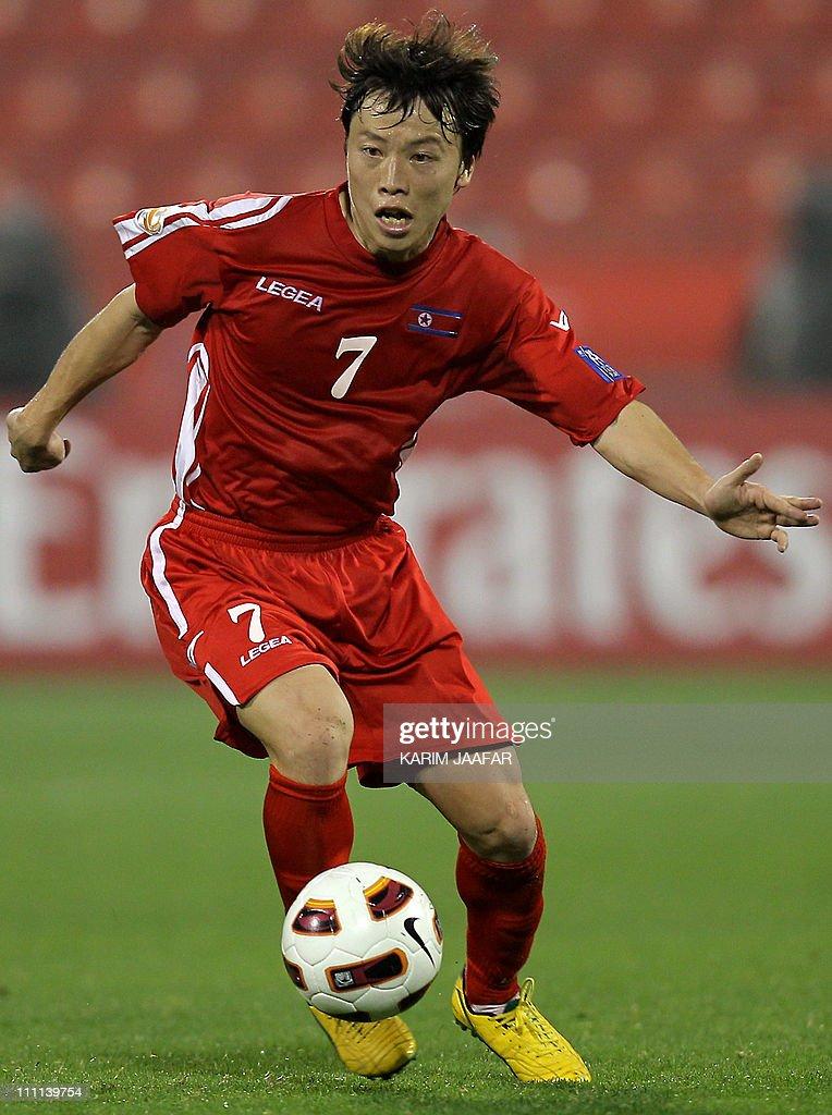 North Korea's midfielder Ryang Yong-Gi c : News Photo