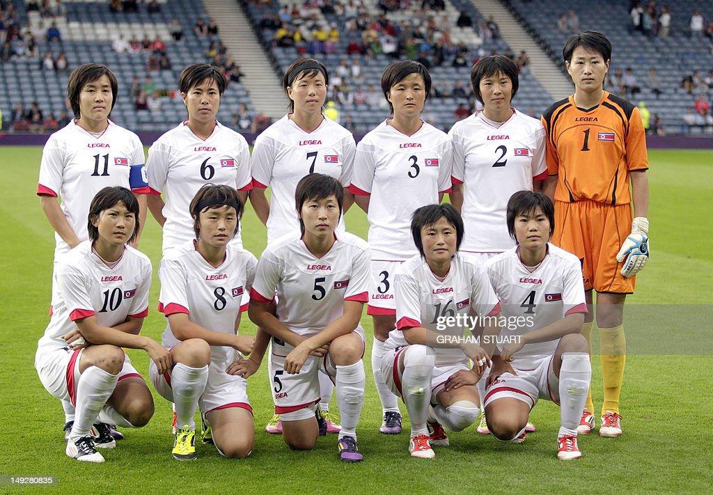 North Korea's women's Olympic team playe : News Photo