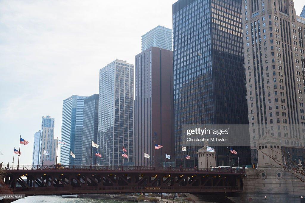 North Michigan Ave Bridge crossing the Chicago Riv : Stock Photo