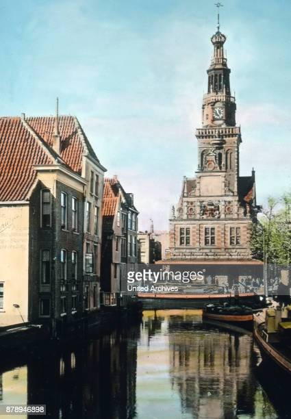 North of Amsterdam on the North Holland canal we find the commercial center of Alkmaar with this peculiar reminiscent of oriental patterns Tower the...